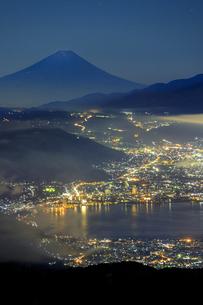 長野県 高ボッチ高原より諏訪湖と富士山を望むの写真素材 [FYI04852531]