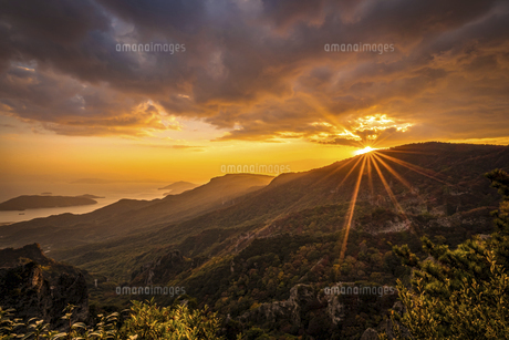 【香川県 小豆島】秋の夕方の寒霞渓の自然風景の写真素材 [FYI04852700]