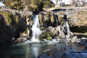 黄瀬川の流れる鮎壺の滝の写真素材 [FYI04853107]
