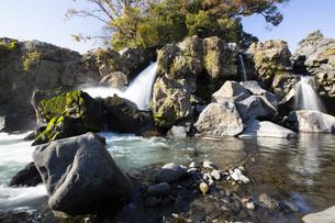 黄瀬川の流れる鮎壺の滝の写真素材 [FYI04853110]