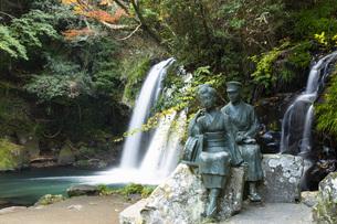 初景滝と伊豆の踊子像の写真素材 [FYI04853120]