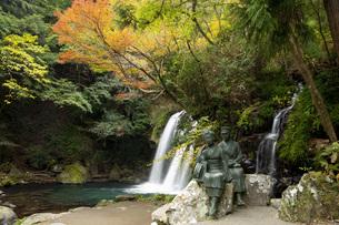 初景滝と伊豆の踊子像の写真素材 [FYI04853129]