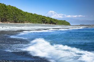 三保海岸から眺める富士山の写真素材 [FYI04853152]