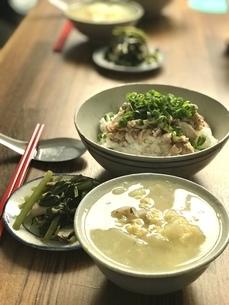 ジーロウファンと鶏白湯スープの写真素材 [FYI04853225]