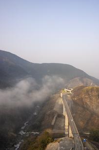 阿蘇長陽大橋の写真素材 [FYI04853306]