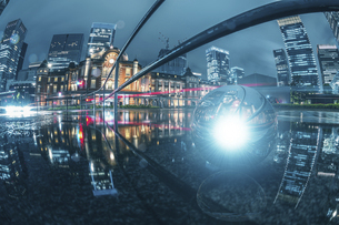 東京駅ライトアップ雨の写真素材 [FYI04853612]