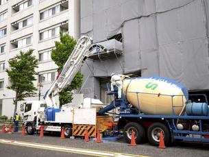 ビル建設工事現場の写真素材 [FYI04853640]