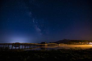 鶴の舞橋天の川の写真素材 [FYI04853682]