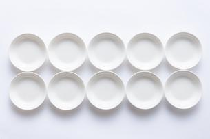 白い小皿の写真素材 [FYI04853858]