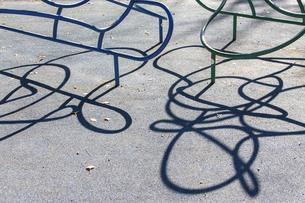 公園の遊具の影の写真素材 [FYI04853885]
