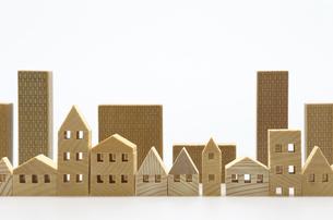 住宅のミニチュア模型 白背景の写真素材 [FYI04853918]