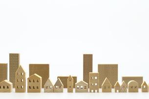 住宅のミニチュア模型 白背景の写真素材 [FYI04853921]