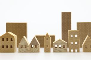住宅のミニチュア模型 白背景の写真素材 [FYI04853922]