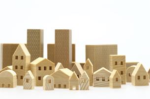 ビル 建物のミニチュア模型 白背景の写真素材 [FYI04853949]