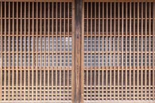 日本の古い木製の扉の写真素材 [FYI04853958]