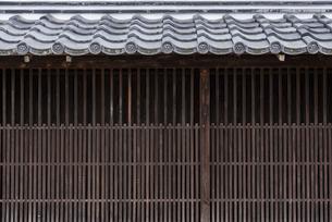 日本の古い木製の壁の写真素材 [FYI04853981]
