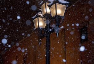 サッポロファクトリーの街灯の写真素材 [FYI04854032]