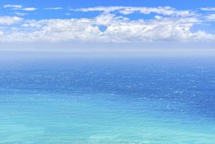 【旅行】南国の青い海と入道雲が浮かぶ青空 ハワイの写真素材 [FYI04854210]