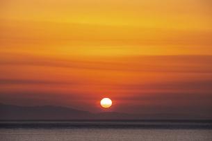 瀬戸内海の夕日・夕焼けの写真素材 [FYI04854551]