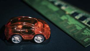 【EV】電気自動車と半導体 テクノロジーの写真素材 [FYI04854570]