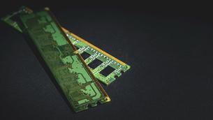 【工業】半導体 電子回路 黒背景の写真素材 [FYI04854613]