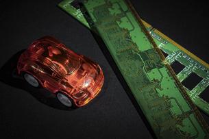 【EV】電気自動車と半導体 テクノロジーの写真素材 [FYI04854674]