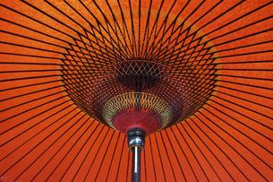 野点の赤い傘の写真素材 [FYI04854680]