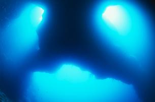 水中 洞窟の写真素材 [FYI04854785]