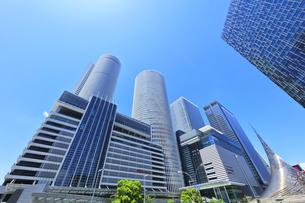 名古屋駅周辺の高層ビルと快晴の空の写真素材 [FYI04854863]