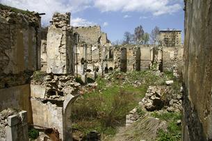 シューシ(シューシャ)の廃墟と化したアゼルバイジャン人地区の写真素材 [FYI04854921]