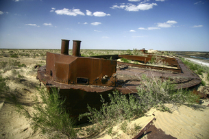 ウズベキスタン、モイナクの船の墓場の写真素材 [FYI04854934]