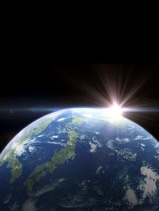 太陽と日本主体の地球のイラスト素材 [FYI04855074]