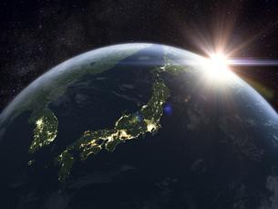 太陽と夜間の日本を主体の地球のイラスト素材 [FYI04855097]