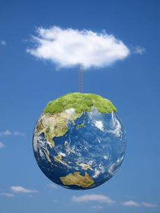 空に浮く地球上部に立つ梯子と雲のイラスト素材 [FYI04855173]
