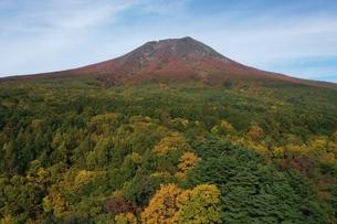 岩木山の紅葉 空撮の写真素材 [FYI04855284]