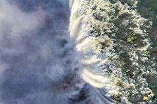 ビクトリアの滝 真上からの空撮の写真素材 [FYI04855292]
