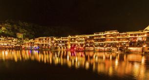 鳳凰古城の夜景の写真素材 [FYI04855317]