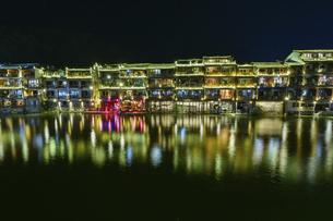 鳳凰古城の夜景の写真素材 [FYI04855319]
