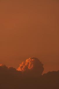 夕焼け空の雲の写真素材 [FYI04855717]