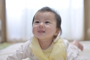 笑顔の赤ちゃんの写真素材 [FYI04855950]