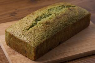 黒豆と抹茶のパウンドケーキの写真素材 [FYI04855953]