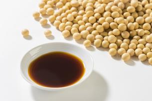 醤油と大豆の写真素材 [FYI04856176]