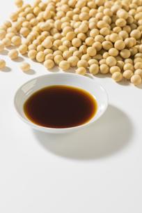 醤油と大豆の写真素材 [FYI04856177]
