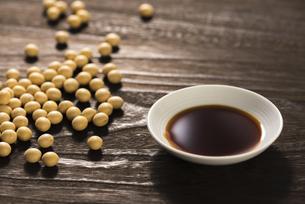 醤油と大豆の写真素材 [FYI04856186]