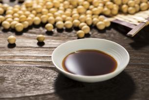 醤油と大豆の写真素材 [FYI04856191]