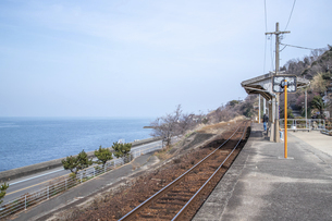 下灘駅と線路の写真素材 [FYI04856231]
