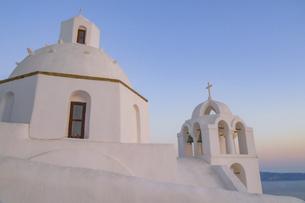 ギリシャ サントリーニ島の教会とビーナスベルトの写真素材 [FYI04857076]