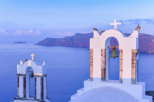 ギリシャ サントリーニ島の教会の写真素材 [FYI04857082]