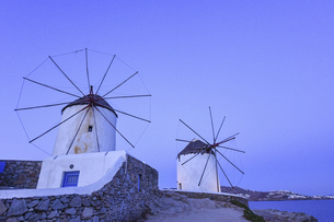 ギリシャ ミコノス島の風車の写真素材 [FYI04857084]