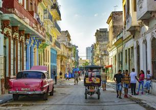 カラフルなキューバ ハバナの街並み の写真素材 [FYI04857108]
